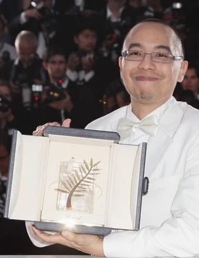 Director Apichatpong Weerasethakul poses with his Palme d'Or 1
