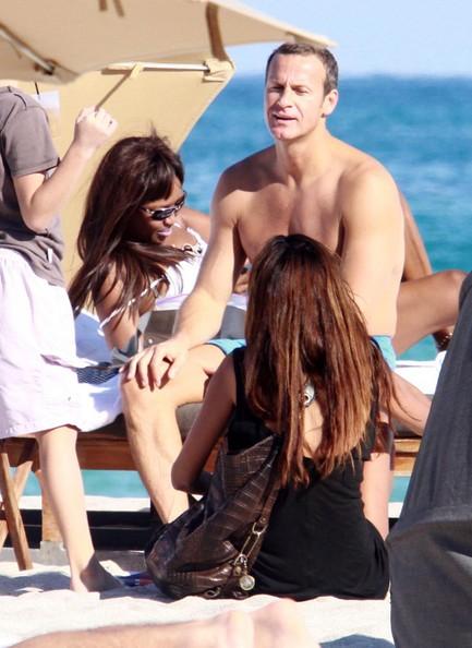 Naomi+Campbell+Vladimir+Doronin+Relaxing+Beach+-BsVZ8wtxuNl