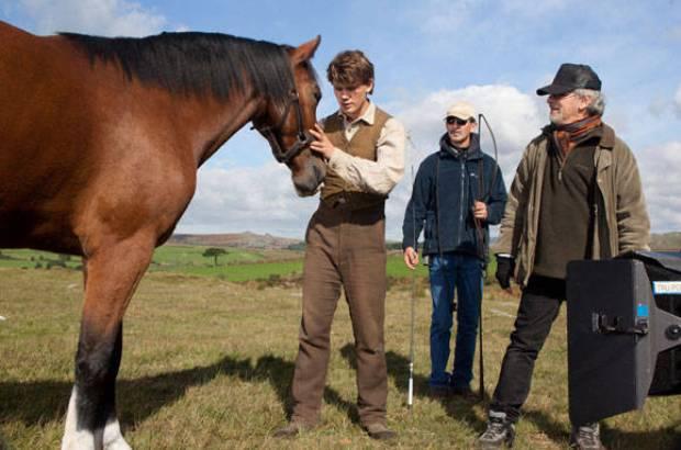 war-horse-jeremy-irvine-spielberg2